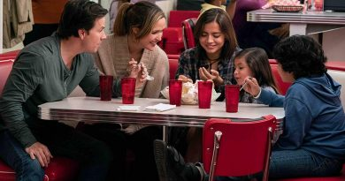 Win INSTANT FAMILY on Blu-ray